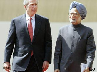 U.S. President George W. Bush, left, with Indian Prime Minister Manmohan Singh