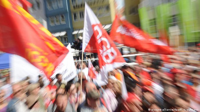 Deutschland Stuttgart DGB Kundgebung (picture-alliance/dpa/F. Kraufmann)