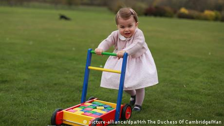 Princess Charlotte aged one (picture-alliance/dpa/Hrh The Duchess Of Cambridge/Han)