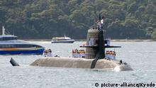 15.04.2016 The Japanese Maritime Self-Defense Force's Soryu-class submarine Hakuryu arrives at HMAS Kuttabul Naval Base in Sydney on April 15, 2016, to take part in an exercise with the Royal Australian Air Force and Royal Australian Navy. The Hakuryu is the first Japanese submarine to enter Sydney Harbor since World War II. (Kyodo) Copyright: picture-alliance/Kyodo