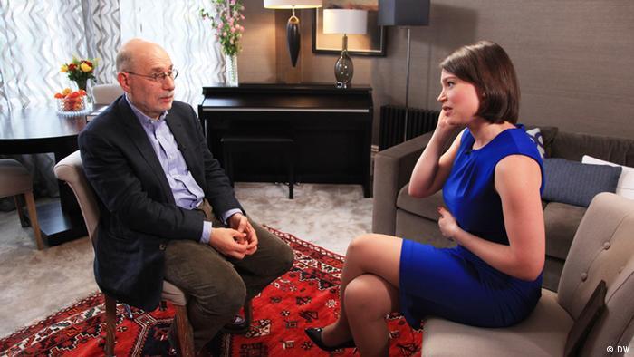 Борис Акунин и Жанна Немцова во время интервью