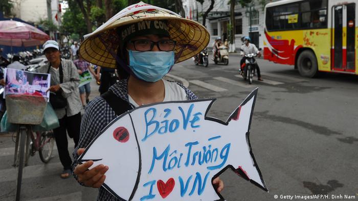Vietnam Proteste in Hanoi gegen Fischsterben (Getty Images/AFP/H. Dinh Nam)
