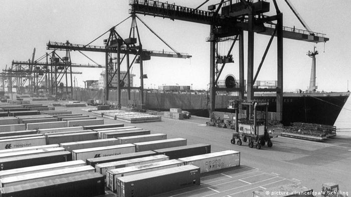 Container terminals in Bremerhaven in 1966.