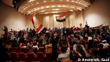 Irak Demo der Unterstützer von Muktada al-Sadr in Bagdad im Parlament