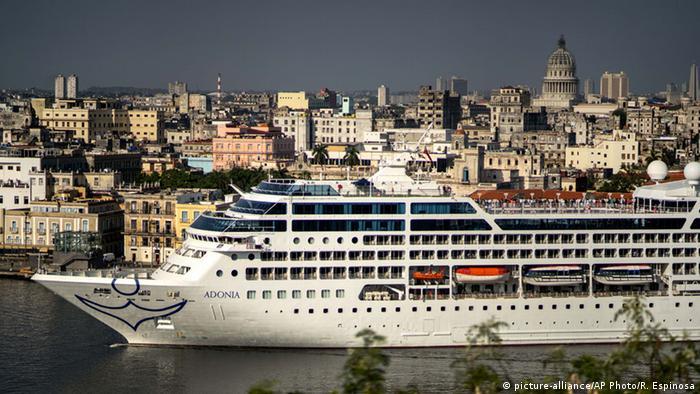Navio Adonia chega a Havana, Cuba, após zarpar da Flórida, nos Estados Unidos