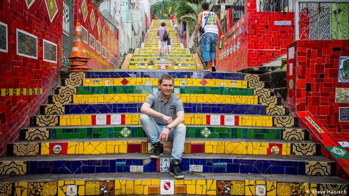 Blogger Steve Hänisch auf der Escadaria Selarón in Brasiliens Millionenstadt Rio de Janeiro