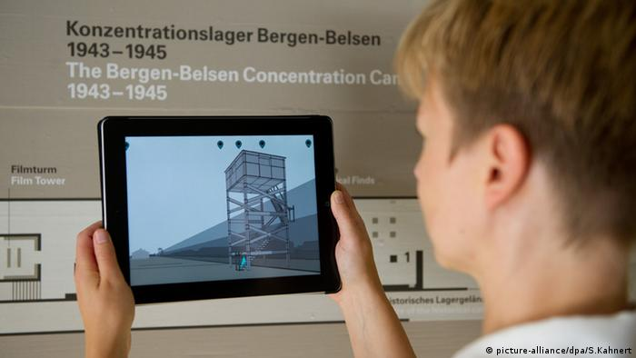 Gedenkstätte Bergen-Belsen: iPad App (Foto: Picture-alliance/dpa/S.Kahnert)