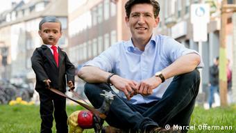 Bild zeigt Marcel Offermann und seine Erdogan-Puppe (Marcel Offermann)
