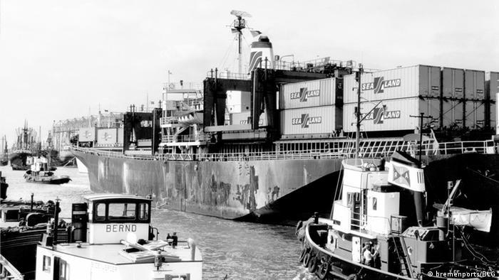 Bremische Häfen - Containerschiff