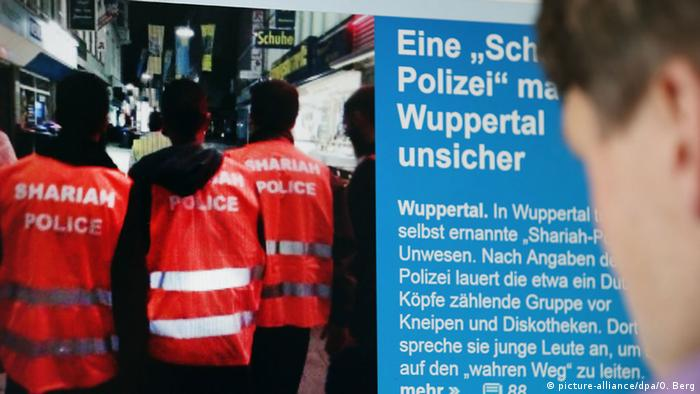 Deutschland Scharia-Polizei Wuppertal (picture-alliance/dpa/O. Berg)