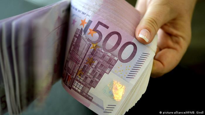 Пачка купюр достоинством в 500 евро