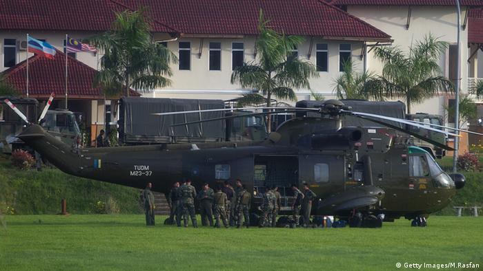 Malaysien Soldaten Militär Hubschrauber Helikopter