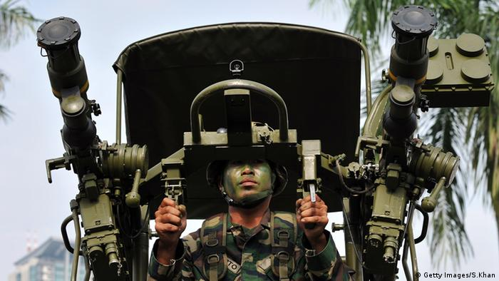 Malaysien Soldaten Militär Raketenwerfer