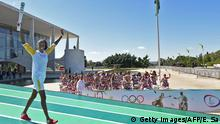 ++++++++ 03.05.2016 +++++++++++++++++++ Brazilian volleyball player Fabiana Claudino holds the Olympic torch after receiving it from Brazilian President Dilma Rousseff at Planalto Palace in Brasilia following the flame's arrival in Brazil on May 3, 2016, to begin it's journey across the country before the start of the 2016 Olympic Games on August 5. The Olympic flame arrived in Brasilia May 3 aboard a flight from Geneva to embark on a procession across Brazil culminating in the opening ceremony of the 2016 Games in Rio de Janeiro. The torch will travel to more than 300 towns and cities carried by some 12,000 relay runners before arriving August 5 at the mythic Maracana stadium to kick off the first Olympics in South America. 8c) Getty Images/AFP/E. Sa