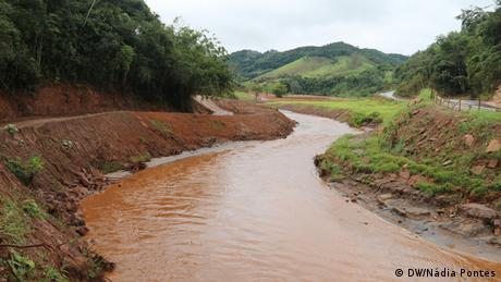 Água lamacenta do Ribeirão do Carmo, que deságua no rio Gualaxo do Norte, tributário do Rio Doce