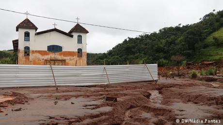 Igreja em Paracatu de Baixo, Minas Gerais, povoado atingido pela enxurrada de lama da Samarco.