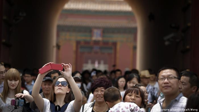 A group of tourists taking photos in Peking