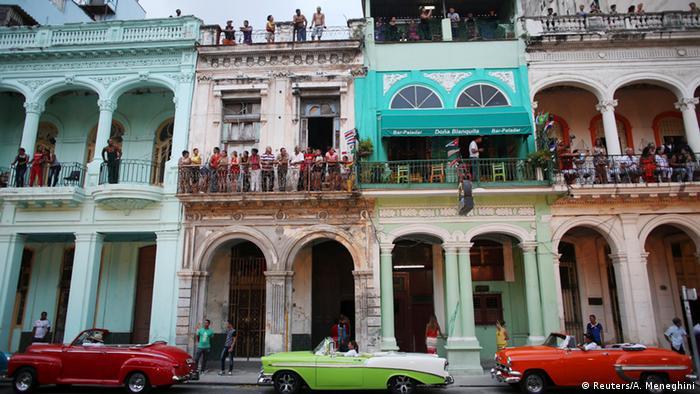 Cubanos acompanharam de longe desfile da Chanel em Havana