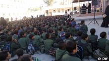 Jemen Schüler bei der Morgenpredigt im Hof einer Schule in Sana'a