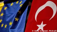 3.05.2016 *** ISTANBUL, TURKEY - MAY 03: A Turkish flag hangs next to the European Commision flag outside a hotel on May 3, 2016 in Istanbul Turkey. The European Commission is expected to recommend granting Turks with visa free travel in Europe's Schengen area, as part of the EU-Turkey migrant deal on Wednesday. EU member states and the European Parliament are set to vote on the visa deal in June, which could see visa free travel granted to Turkish citizens as early as the end of June. (Photo by Chris McGrath/Getty Images) Copyright: Getty Images/C. McGrath