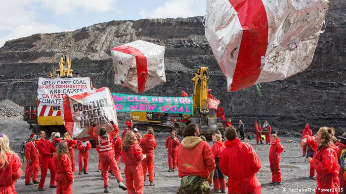Activists from Reclaim The Power's End Coal Now camp occupy and halt work in the UK's largest open cast coal mine, Foss-Y-Fran, May 2016 © ReclaimThe Power2015