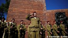 05.05.2016+++ Israeli soldiers take part in a ceremony marking the annual Holocaust Remembrance Day in Israel, at Yad Vashem Holocaust Remembrance Center in Jerusalem May 5, 2016. +++ (C) Reuters/A. Cohen