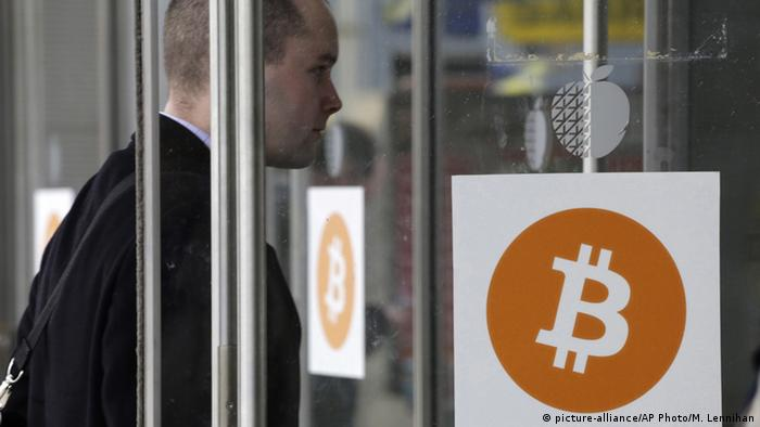 a man enters the Inside Bitcoins conference and trade show, in New York Copyright: picture-alliance/AP Photo/M. Lennihan