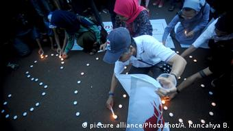 Indonesien Vergewaltigung Demo (picture alliance/Photoshot/A. Kuncahya B.)