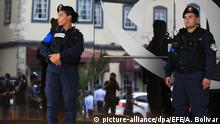 Panama Polizei vor dem Eingang der Balboa Bank & Trust in Panama City