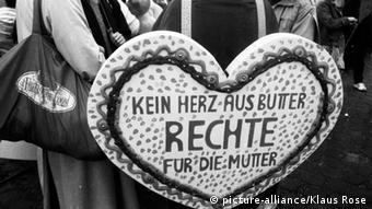 Sign at a 1986 women's rights rally in Bonn, Germany (picture-alliance/Klaus Rose)