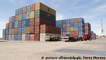 Argentinien Container im Hafen von Buenos Aires