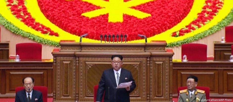 Kim Jong-un durante discurso no 7º Congresso do Partido dos Trabalhadores