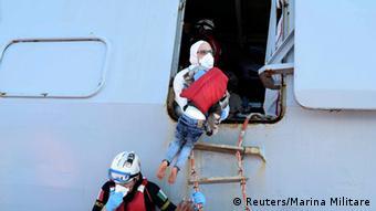 Mittelmeer italienische Küstenwache Seenotrettung von Flüchtlingen