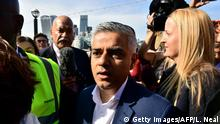 6.5.2016 *** Britain's Labour party candidate for London Mayor Sadiq Khan (C) arrives at City Hall in central London on May 6, 2016, as votes continue to be counted in the contest for the Mayor of London. London was poised to become the first EU capital with a Muslim mayor Friday as Sadiq Khan took the lead in elections that saw his opposition Labour party suffer nationwide setbacks. / AFP / LEON NEAL (Photo credit should read LEON NEAL/AFP/Getty Images) Copyright: Getty Images/AFP/L. Neal