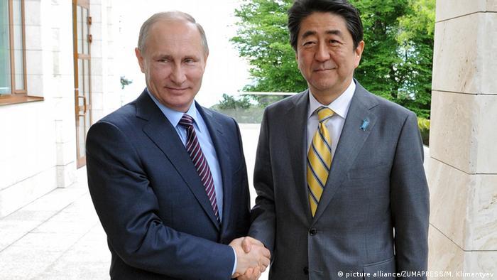Премьер-министр Японии Синдзо Абэ в гостях у президента России Владимира Путина в Москве