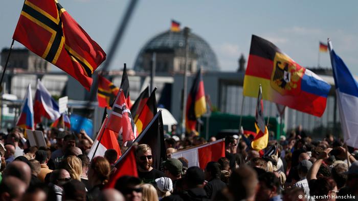 Berlin Aufmarsch rechter Gruppierungen