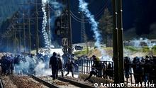 7.5.2016 *** Demonstrators take part in a protest against a plan to restrict access through the Brenner Pass between Italy and Austria, in Brenner Demonstrators take part in a protest against a plan to restrict access through the Brenner Pass between Italy and Austria, in Brenner, Italy, May 7, 2016. REUTERS/Dominic Ebenbichler Copyright: Reuters/D. Ebenbichler