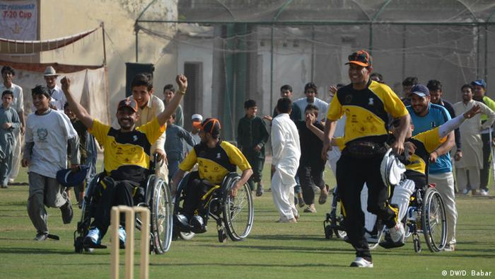 Pakistan Peschawar Rollstuhl Cricket