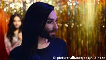 Der österreichische Sänger Conchita Wurst kommt am 08.05.2016 in Berlin zur Präsentation einer Wachsfigur bei Madame Tussauds. Foto: Paul Zinken/dpa +++(c) dpa - Bildfunk+++    Copyright: picture-alliance/dpa/P. Zinken
