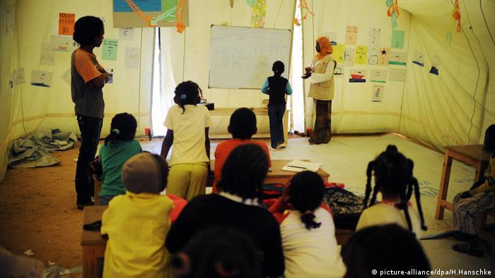 Tunesien Flüchtlingslager Grenzübergang Kinder Schule Ras Ajdir