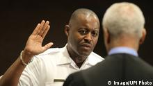 09.05.2016 *** Delrish Moss takes the oath from Judge Donald L. McCullin of office as the new Police Chief for the City of Ferguson,Missouri in Ferguson on May 9, 2016. Moss, a 32 year veteran of the Miami Police Department, will become the departments first permanent African-American police chief taking the place of embattled police chief Tom Jackson. Jackson left the department in March 2015 after the civil unrest that followed the police shooting of 18-year-old Michael Brown in August 2014. PUBLICATIONxINxGERxSUIxAUTxHUNxONLY SLP2016050901 BILLxGREENBLATT Moss Takes The OATH from Judge Donald l McCULLIN of Office As The New Police Chief for The City of Ferguson Missouri in Ferguson ON May 9 2016 Moss a 32 Year Veteran of The Miami Police Department will Become The DEPARTMENTS First permanently African American Police Chief Taking The Place of Embattled Police Chief Tom Jackson Jackson left The Department in March 2015 After The Civil Unrest Thatcher followed The Police Shooting of 18 Year Old Michael Brown in August 2014 PUBLICATIONxINxGERxSUIxAUTxHUNxONLY SLP2016050901 BILLxGREENBLATT © Imago/UPI Photo