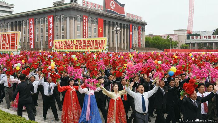 Nordkorea Parteitag in Pjöngjang - Parade (picture-alliance/Kyodo)