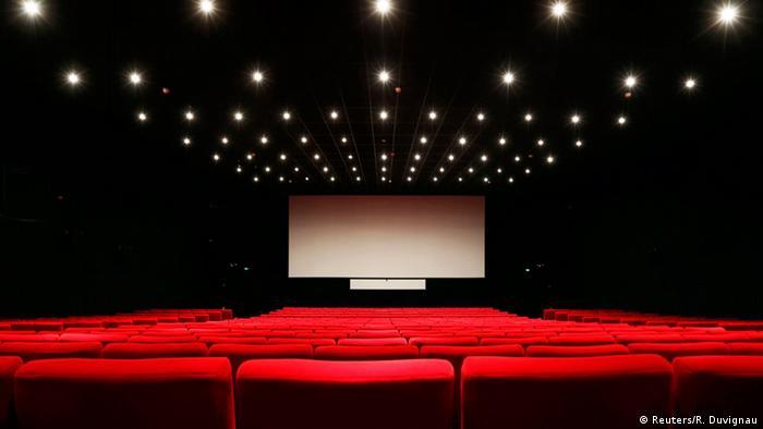 Artiștii, actorii, regizorii și scenariștii, ca și tot restul muncitorilor din cinematografie sunt pe drumuri