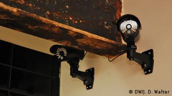 Zwei Überwachungskameras (Foto: DW/Walter)