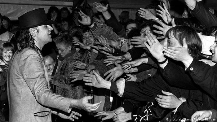 Udo Lindenberg meeting fans in 1989