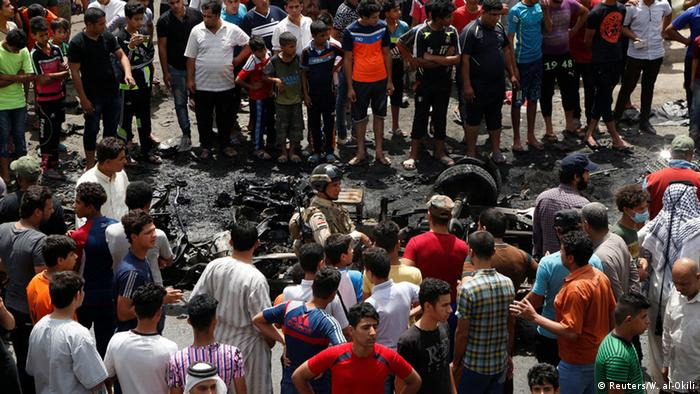 People gather at the scene of a car bomb attack in Baghdad's mainly Shi'ite district of Sadr City, Iraq, May 11, 2016 (Photo: Reuters/W. al-Okili)