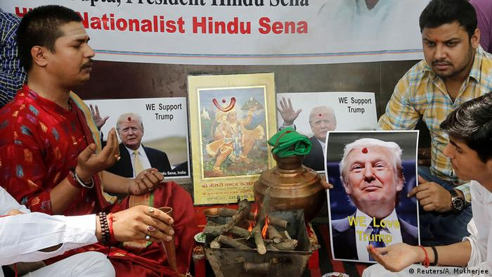 Indien Feuerritual Splitterpartei Hindu Sena unterstützt Trump