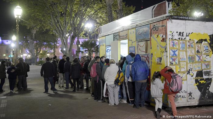Soup kitchen in front of the government palace, Casa Rosada
