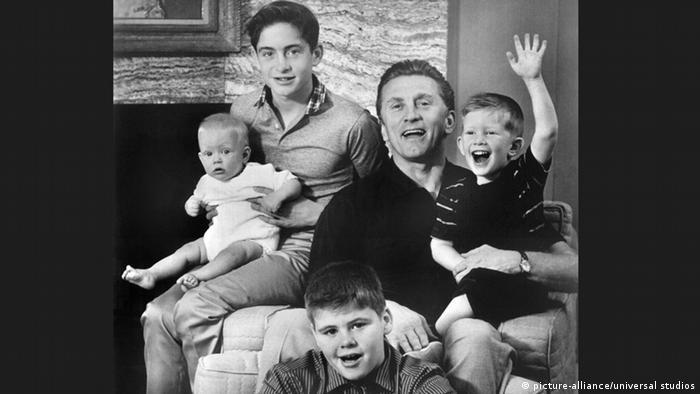Кирк Дуглас с семьей