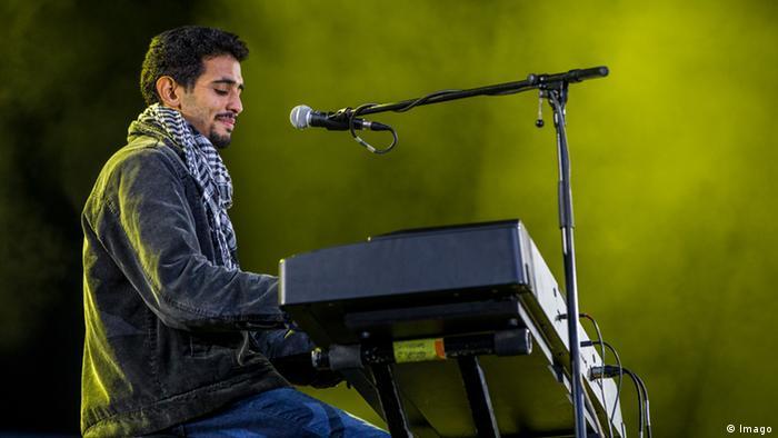 Aeham Ahmad giving a concert (Imago)